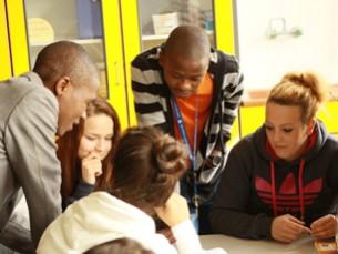 Besuch an der W4 – SchülerInnen und LehrerInnen aus Inhambane in Hamburg